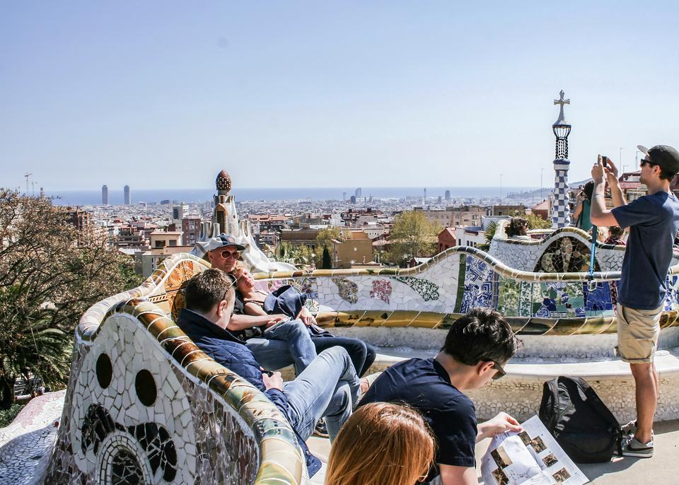 12 oplevelser i Barcelona: I Gràcia finder du et afslappet lokalliv og kan nyde to Gaudí-bygninger - Politiken