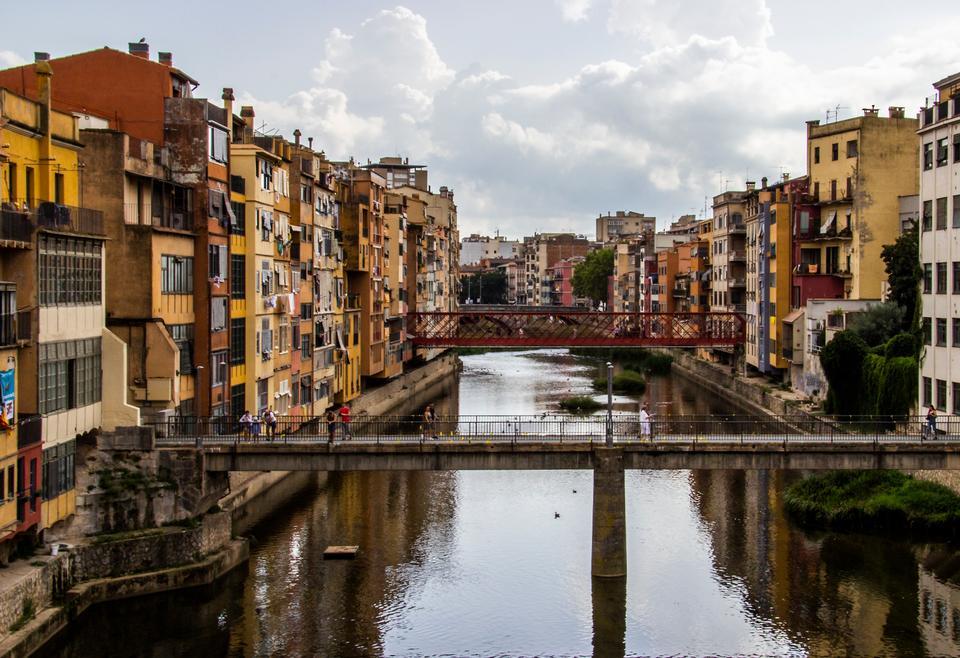 Weekend i: Her er den spanske by, folk fra Barcelona flytter til - Politiken